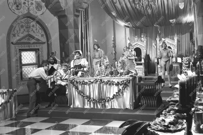 Kultúra - Filmforgatás - Az eltüsszentett birodalom