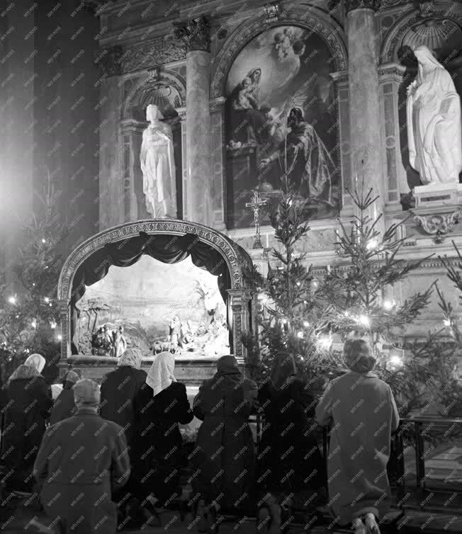 Vallás - Éjféli mise a Szent István Bazilikában