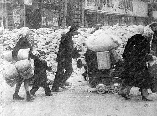 Történelem - II. világháború - Budapest ostroma után