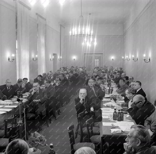 Belpolitika - A Hazafias Népfront tanácskozása