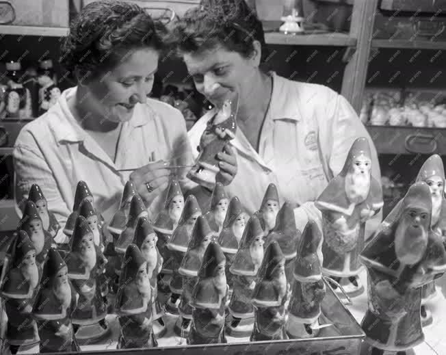 Élelmiszeripar - Mikulásra készül a Budapesti Csokoládégyár