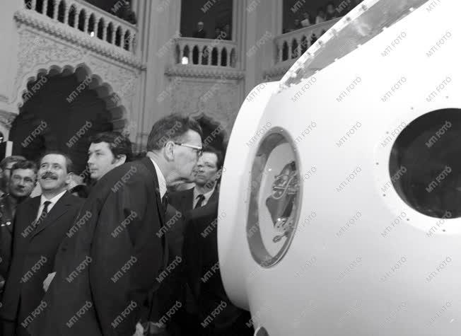 Tudomány - Szovjet űrkutatási kiállítás