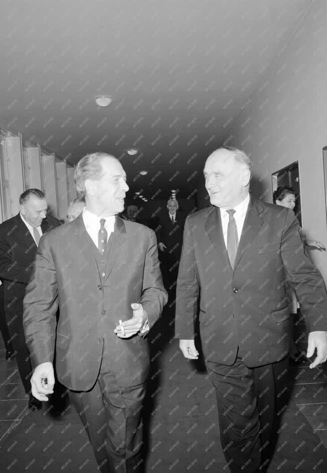 Belpolitika - Az MSZMP X. kongresszusán