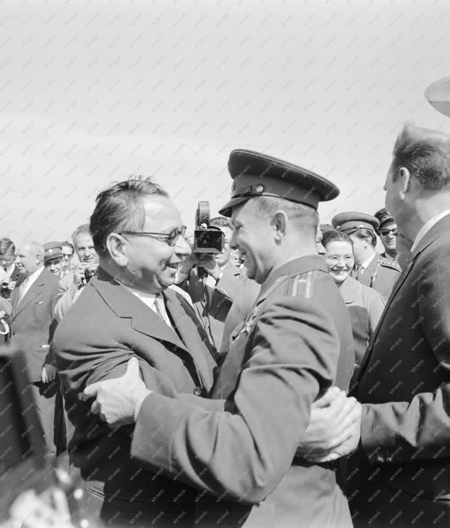Külkapcsolat - Jurij Gagarin, a világ első űrhajósa Budapesten