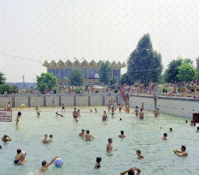 Városkép-életkép - A zalakarosi fürdő