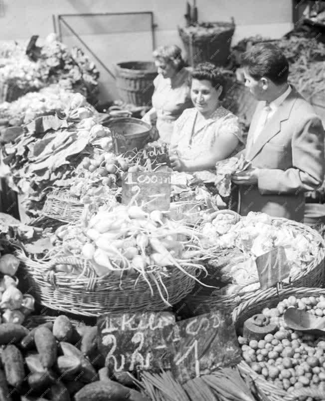 Kereskedelem - Tolbuchin körúti vásárcsarnok
