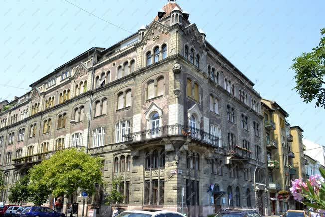 Épület - Budapest - Lakóépület és irodaház a Bakáts téren
