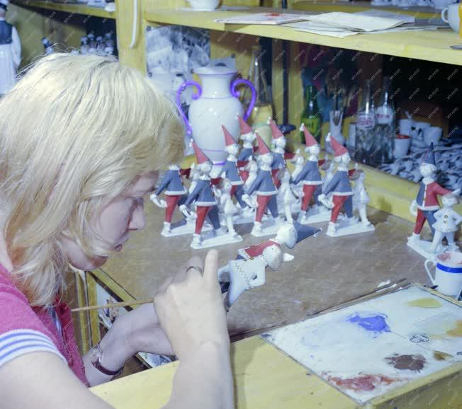 Ipar - Hollóházi porcelánfestő