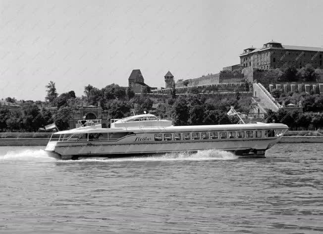 Vízi közlekedés - Szárnyashajó próbaútja a Dunán