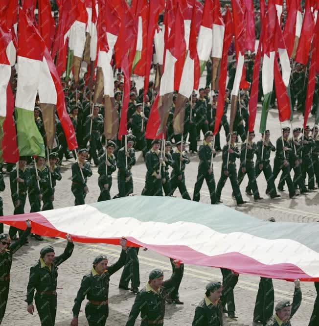 Belpolitika - Ünnep - Zászlóvivők