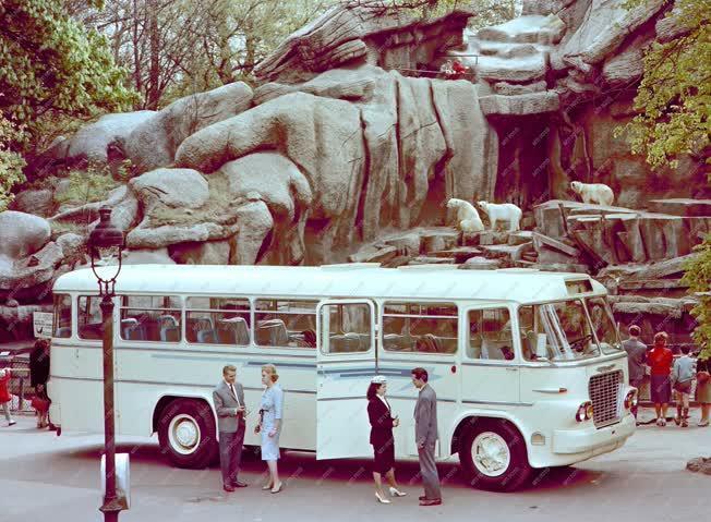 Járműipar - Új Ikarus autóbusz