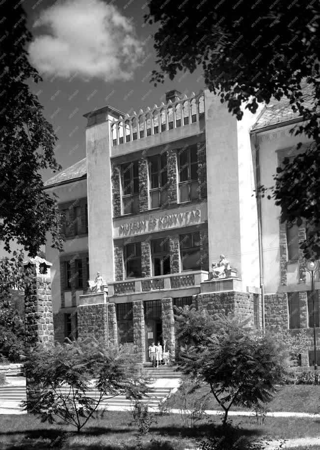 Városkép - Veszprém - Bakonyi Múzeum és Könyvtár
