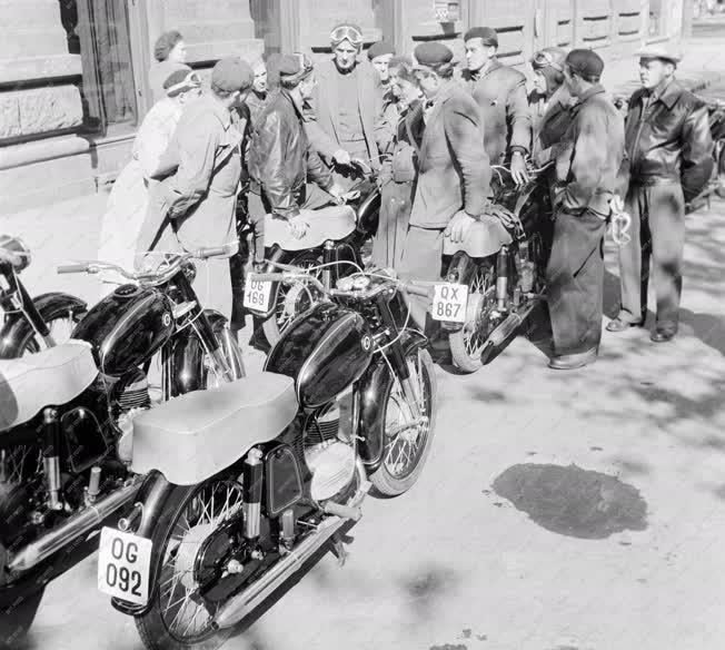 Technika - Danuvia motorkerékpárok túrája