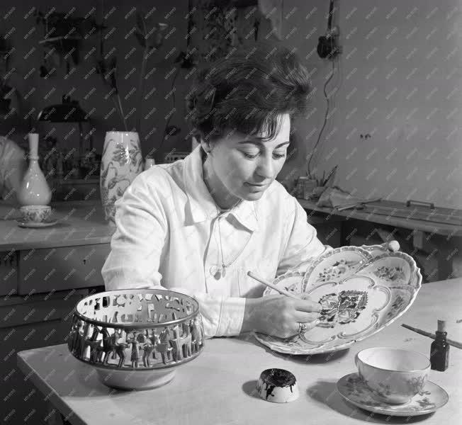 Ipar - Porcelán fajansz gyártása Pécsett