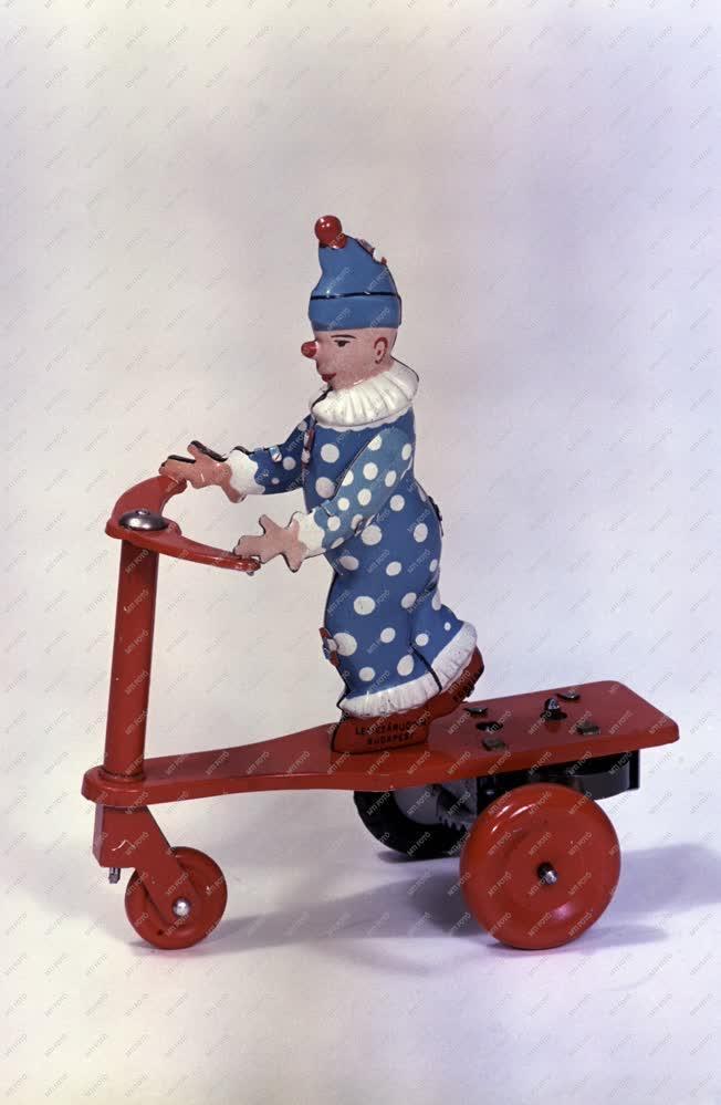 Játék - Rollerező bohóc