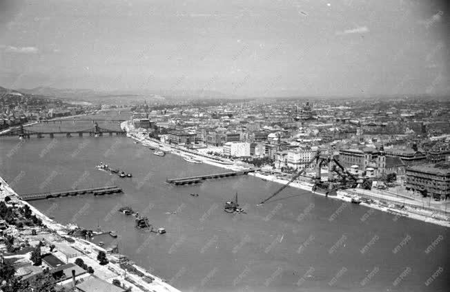 Városkép - Épülő és romos Duna-hidak