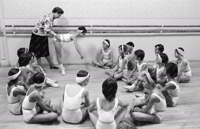 Oktatás - Balettnövendékek órája