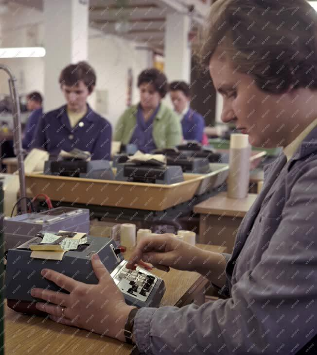 Ipar - Az Irodagéptechnikai Vállalat üzeme