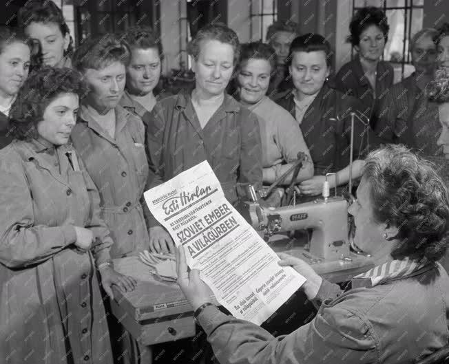 Sajtó - Esti Hírlap - Különkiadás - Az első ember a Világűrben