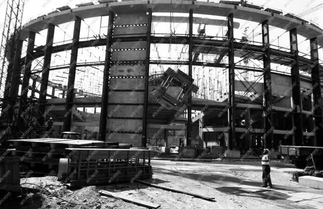 Építkezés - új sportcsarnok épül Budapesten