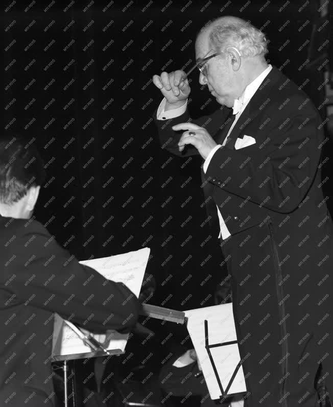 Kultúra - Zene - Farkas Ferenc Pro Agria emlékplakettet kapott