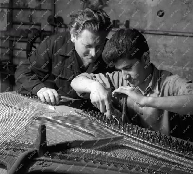 Ipar - Fővárosi Hangszerkészítő és Javító Vállalat