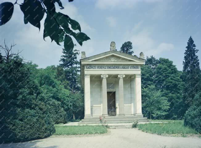 Kultúra - Kazinczy Ferenc széphalmi mauzóleuma