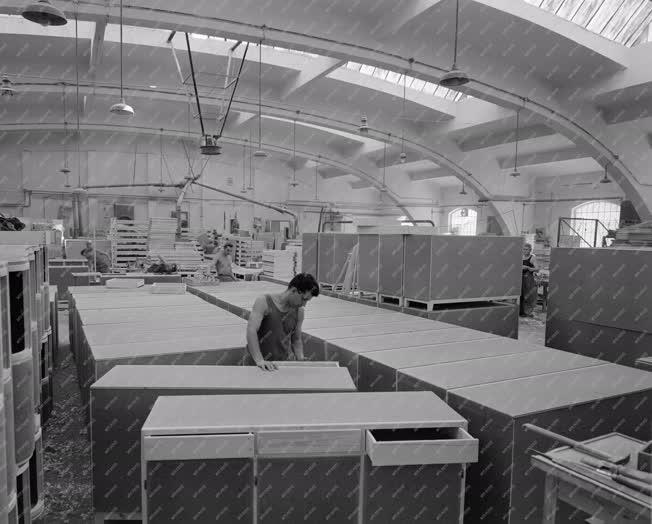 Ipar - Bútorgyártás - Tisza Bútorgyár