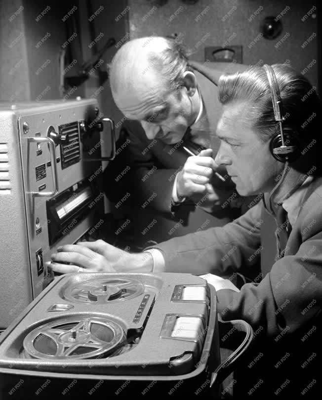 Tudomány - A budapesti rádióklub rögzíti Gagarin hangját