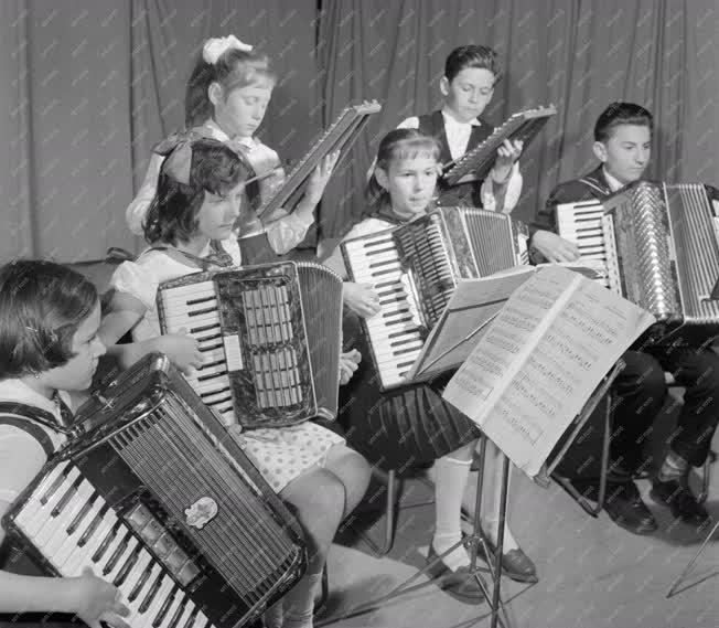 Zene - Úttörőzenekar
