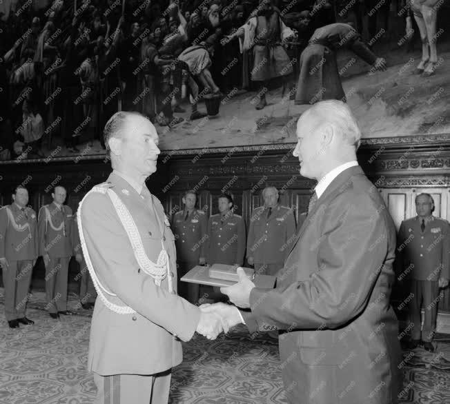 Külkapcsolat - Lengyel katonai vezetők kitüntetése