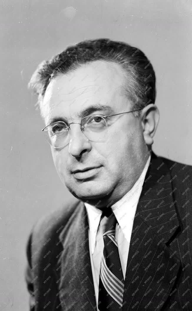 Belpolitika - Kultúra - Vas Zoltán író, politikus portréja