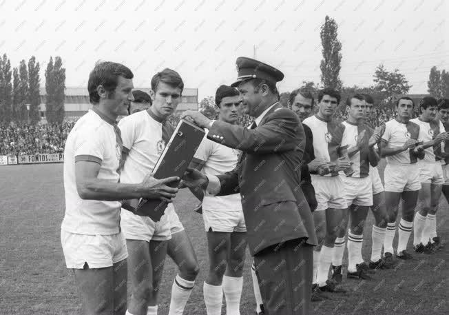 Sport - Labdarúgó NB I. - Tichy Lajos hetvenszeres válogatott