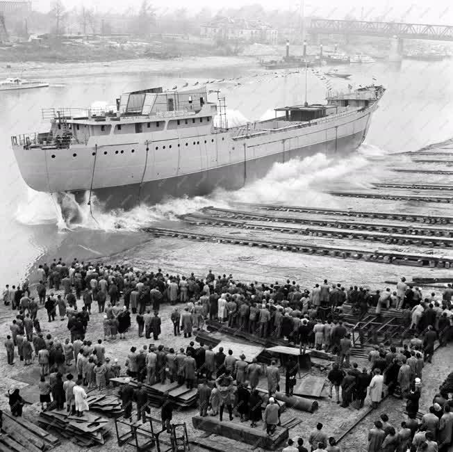 Hajógyártás - Új tengerjáró hajó a Gheorghiu Dej Hajógyárban