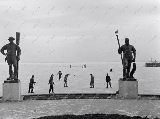 Hétköznapok - Emberek a jégen