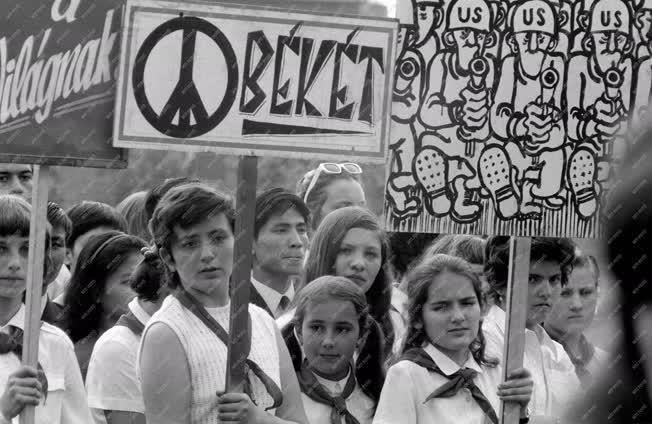 Tüntetés - Ifjúsági békedemonstráció