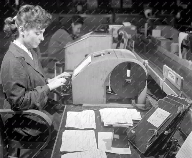 Távközlés - Posta Központi Távirda Hivatala