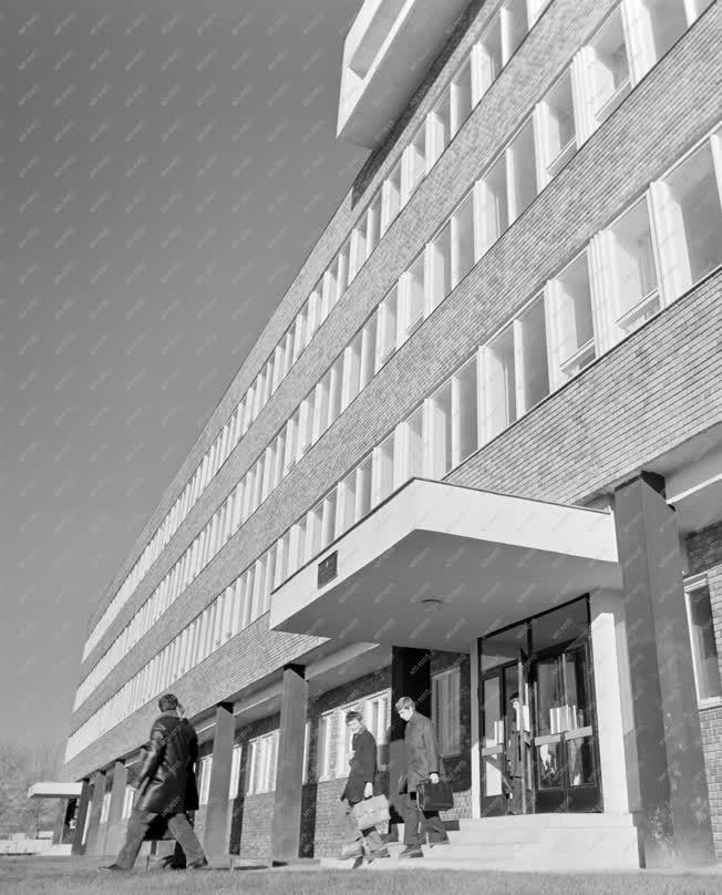 Oktatás - Ipar - 327. sz. Ipari Szakmunkásképző Intézet