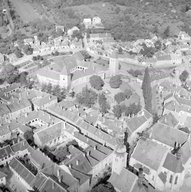 Városkép - Légi felvétel a Jurisics-várról