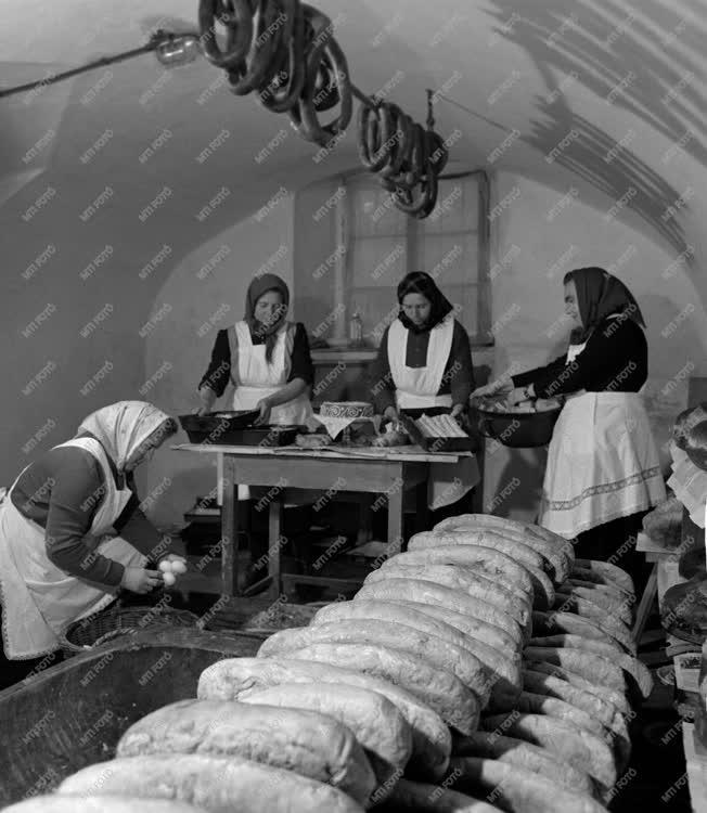 Életkép - Asszonyok a farsangi konyhán