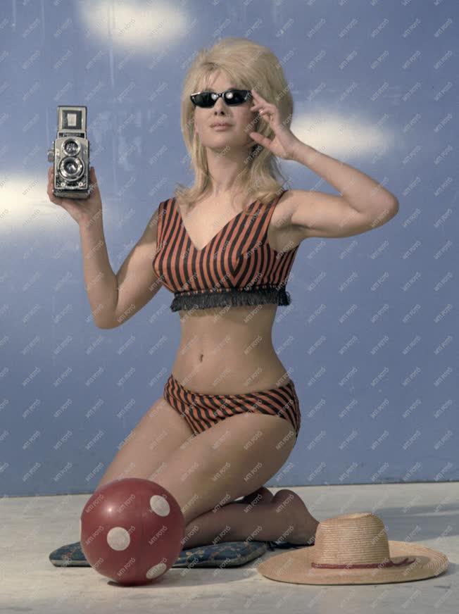 Reklám - Napszemüveg és fényképezőgép bemutató