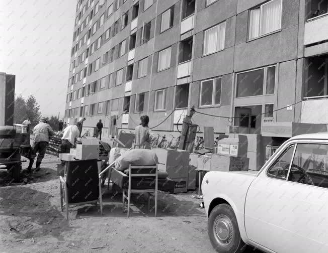 Városkép-életkép - Lakók költöznek az ózdi lakótelepre