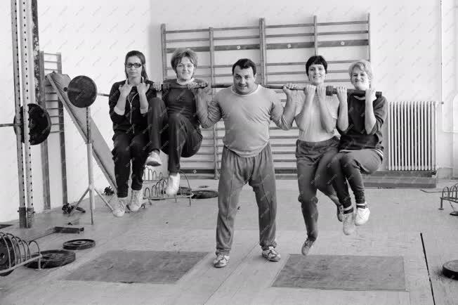 Sport - Súlyemelő az edzőteremben