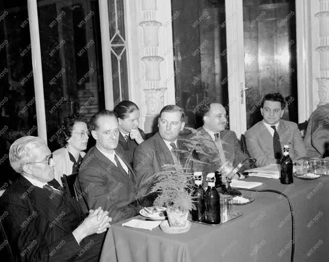 Külpolitika - Nagy-Britannia küldöttsége Budapesten
