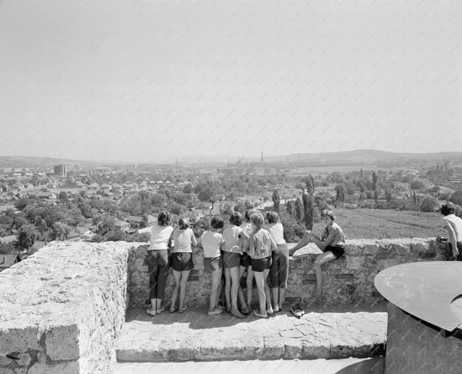 Turizmus - Gyerekcsoport a Diósgyőri várban