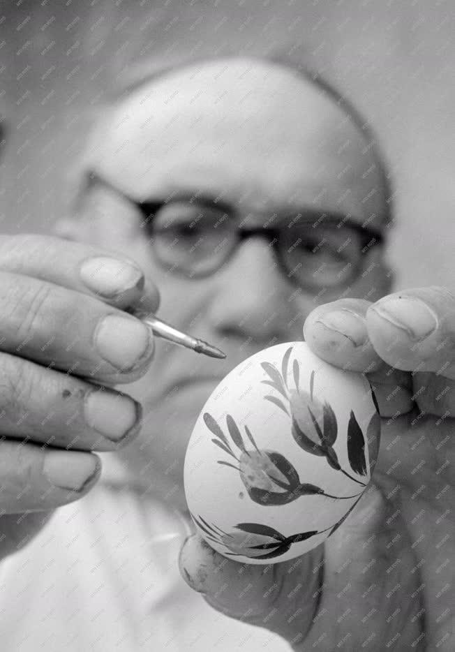 Kultúra - Varga András porcelánfestő