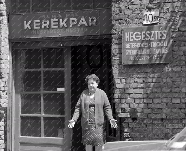Józsefvárosi életkép - Bontásra váró üzlet