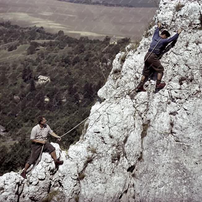 Szabadidő - Sport - Oszoly-csúcson edzenek a sziklamászók