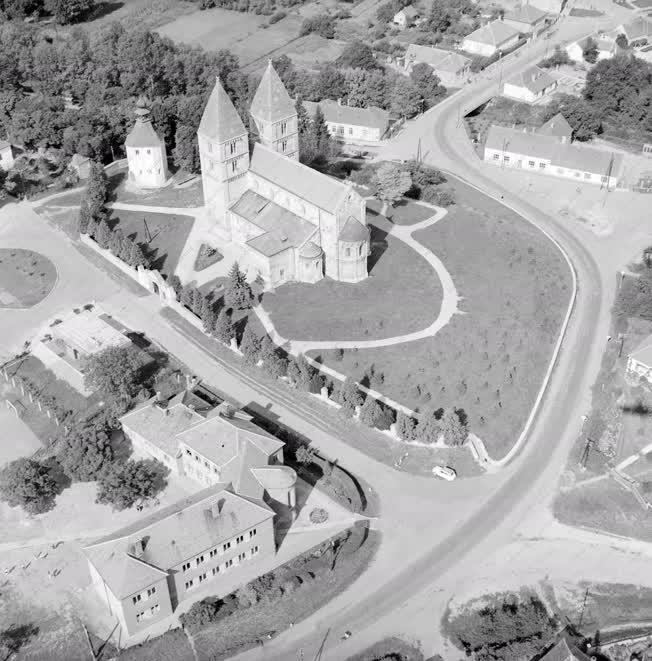 Kultúra - Építészet - Jáki bencés templom
