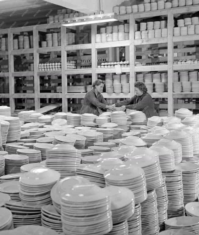 Ipar - Szállítási előkészületek a Porcelángyárban